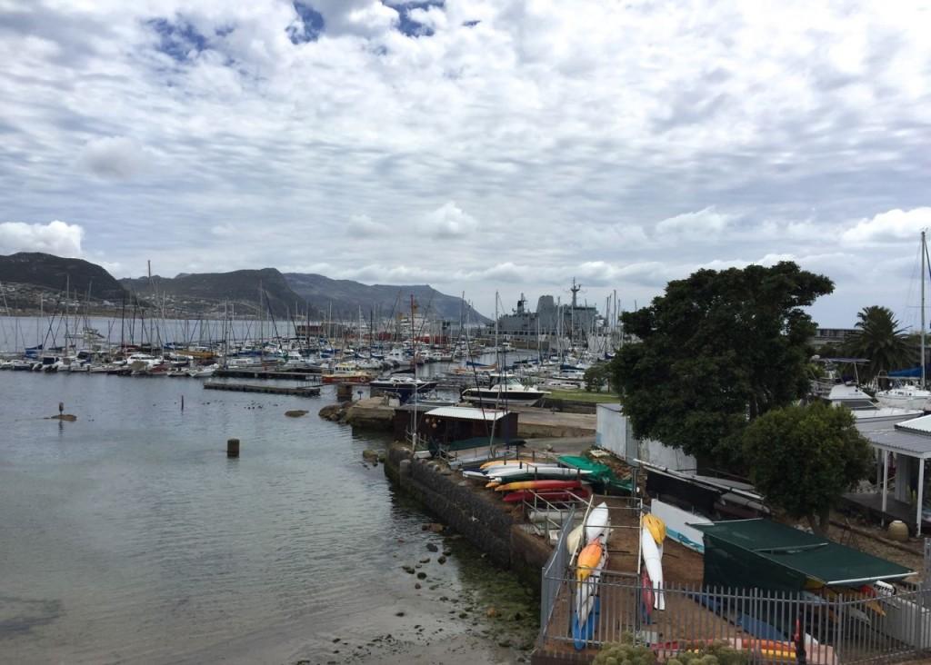 Blick auf den Yachtclub. Hier (Vordergrund) lagern wir unsere Boote.