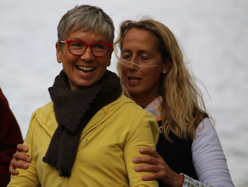 Trainerin Annette korrigiert ein letztes Mal die Haltung